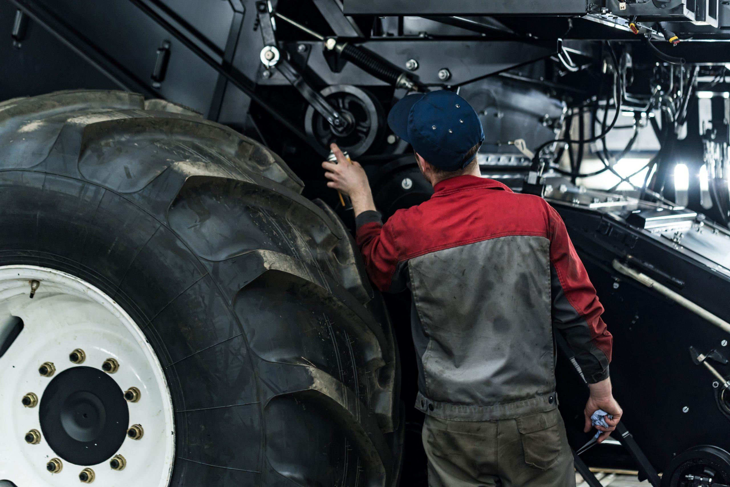 Traktorin huoltotyö